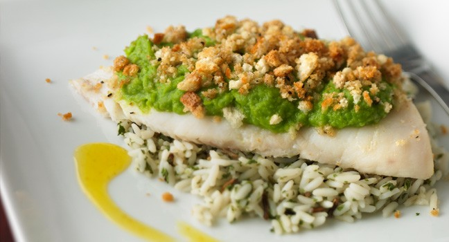 Filets de poisson aux pois verts et au cari