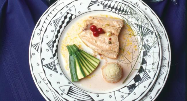 Saumon grillé aux canneberges chaudes et vinaigrette aux câpres