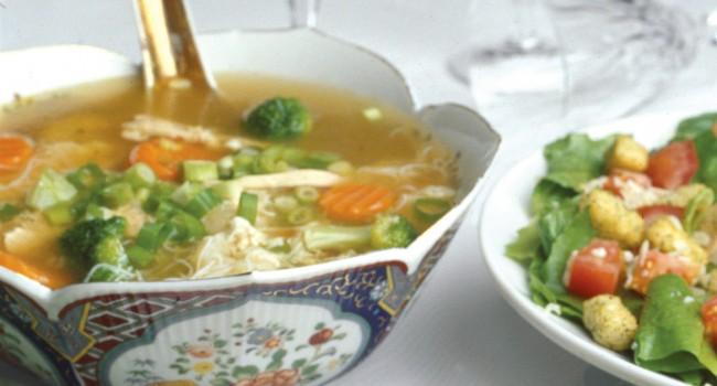 Soupe orientale aux légumes et au dindon