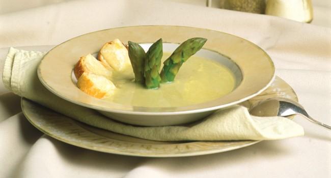 Velouté d'asperges au fromage d'Oka