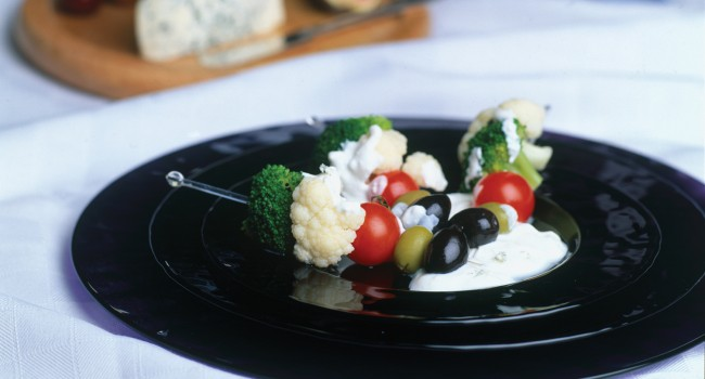Mini-brochettes de légumes au fromage bleu
