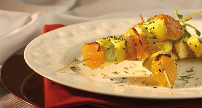 Brochettes de fruits à l'huile de sésame grillé et cassonade