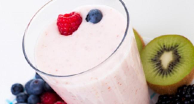 Smoothie aux petits fruits et yogourt grec