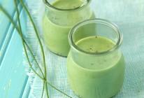Potage glacé au concombre, à l'aneth et à la ciboulette