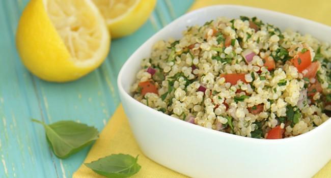 Salade de quinoa au persil et basilic, style taboulé