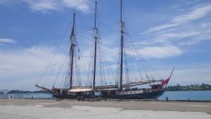 L'Oosterschelde èa quai à St George - Bermudes