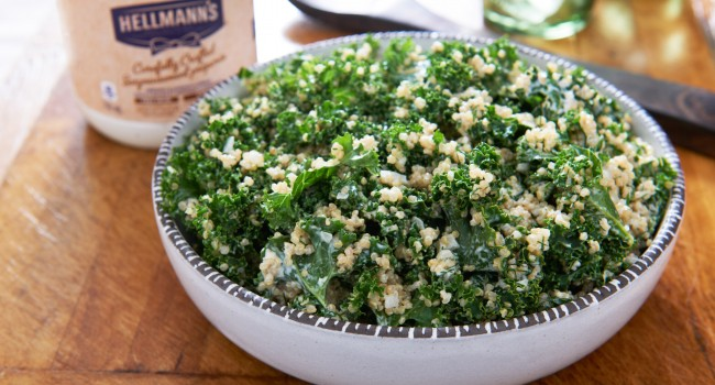Salade de quinoa et de chou frisé aux fines herbes