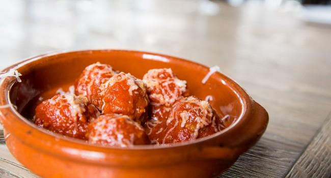 Boulettes de porc et veau avec fromage Mahón