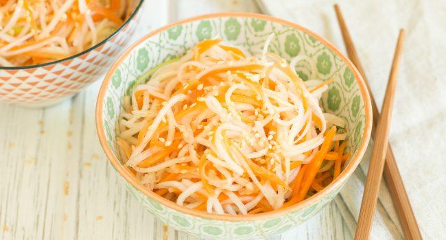 Salade de chou-rave style asiatique