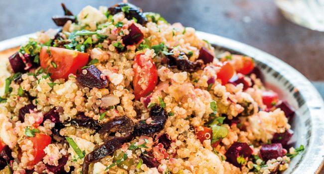 Salade de quinoa, pruneaux de Californie et feta