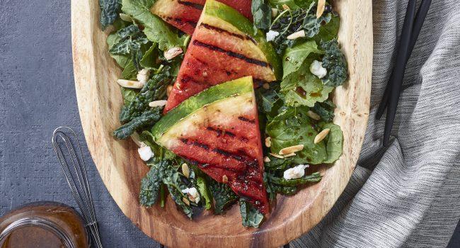 Salade de melon d'eau grillé et de kale noir