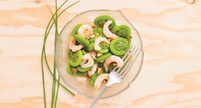 Salade de crevettes nordiques et de têtes de violon au miso