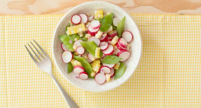 Salade de radis, pois mange-tout et maïs