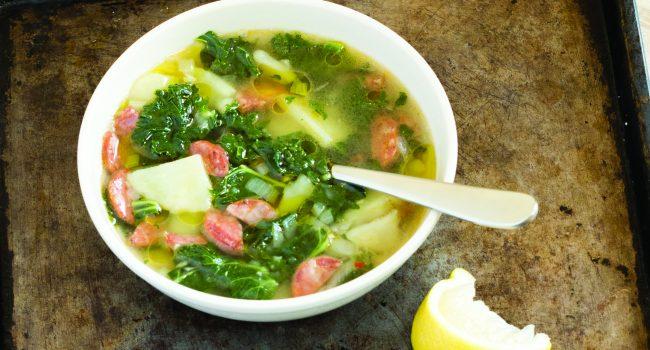 Soupe au chou frisé et chorizo style portuguais