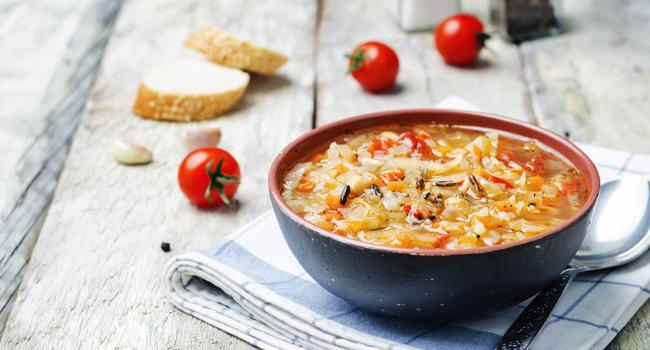 Soupe aux légumes et au riz sauvage